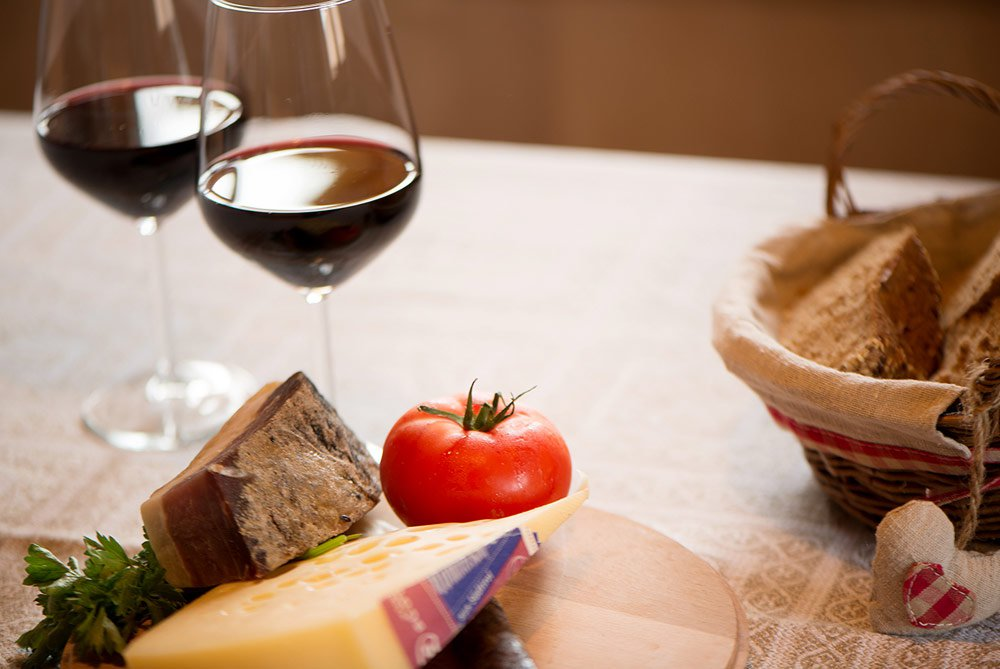 Von Almabtrieb, Weingenuss und den Spatzen